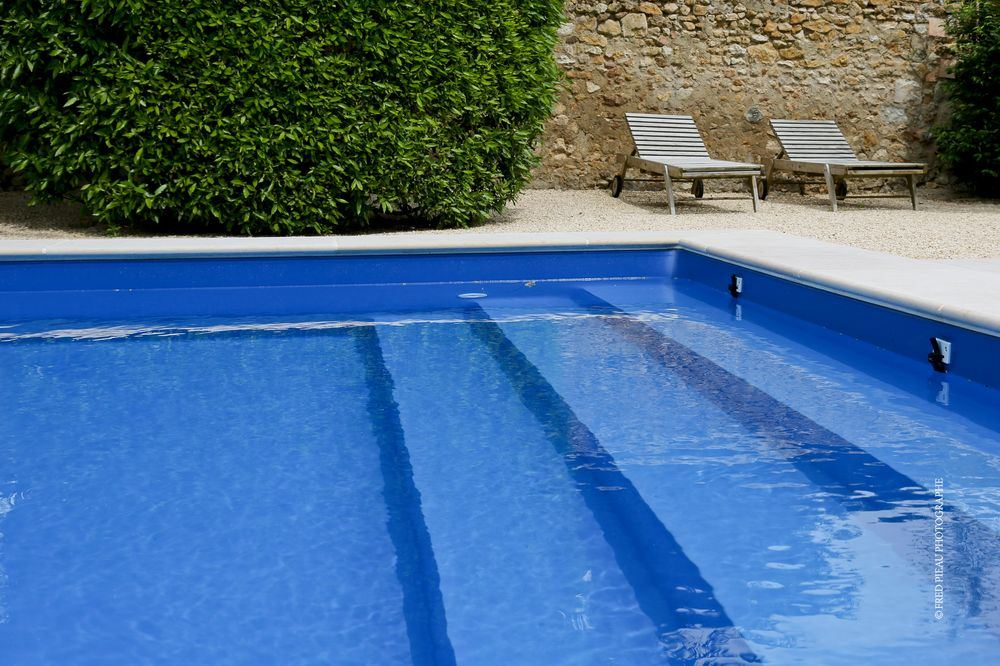 Design liner piscine noir clermont ferrand 2832 for Liner piscine